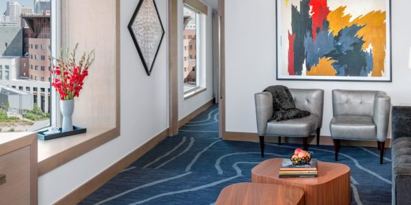 rooms_arthotel_capitalsuitelivingroom_v2s